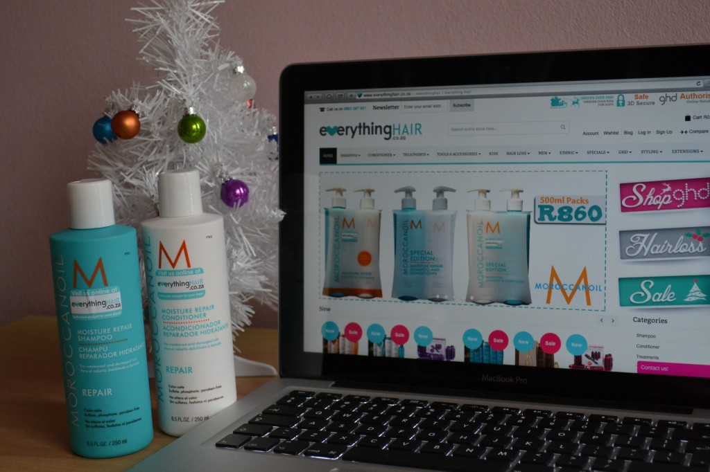 This Moroccan Oil set special looks great does't it?