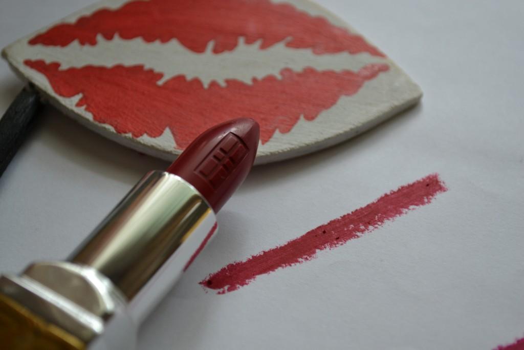 elizabeth arden matte lipstick bold door red