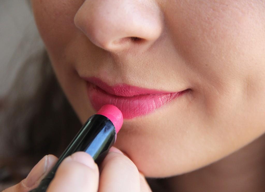 bobbi brown creamy lip colour neon pink
