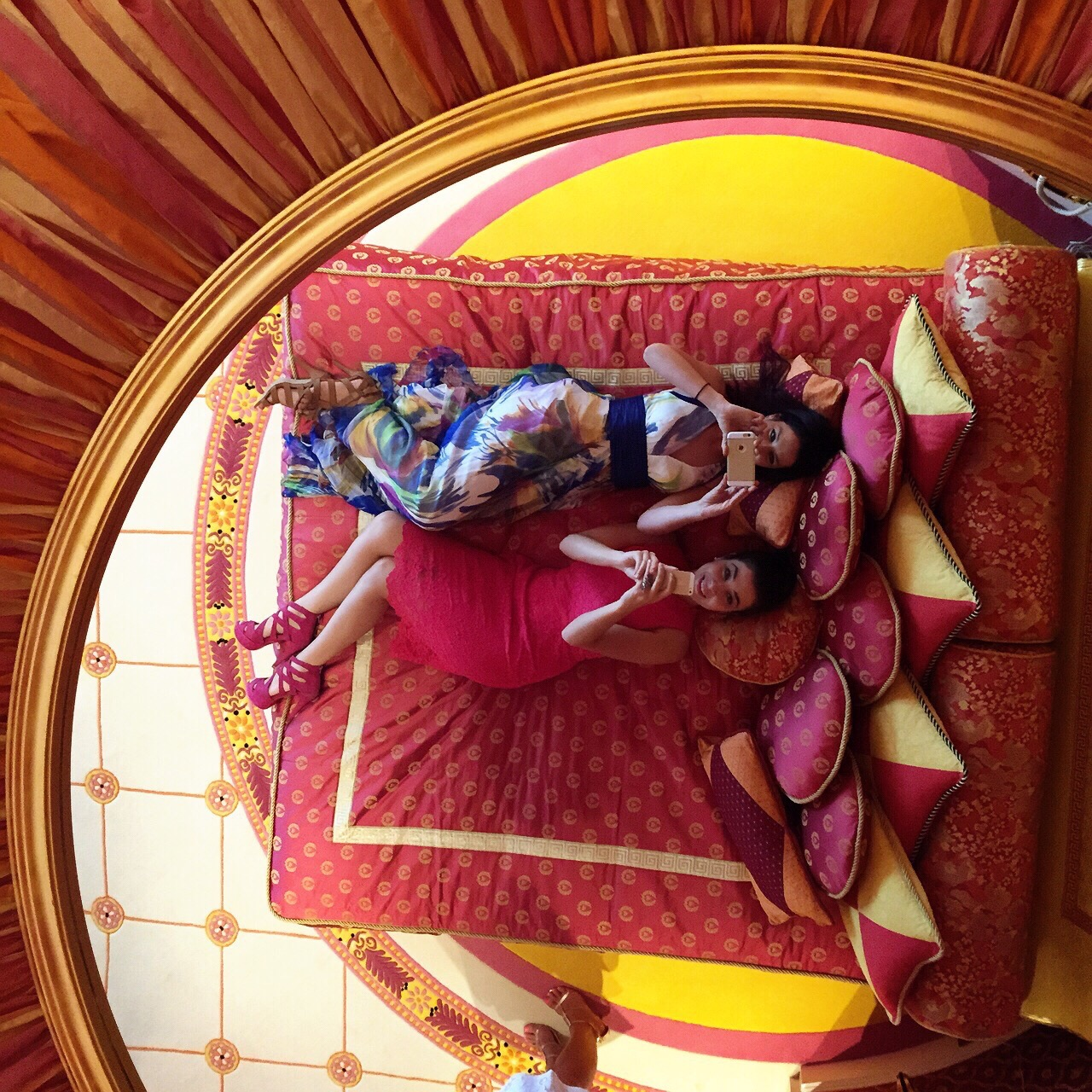 Chilling at the Burj Al Arab with Dimi from Style Scoop